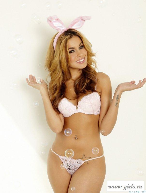 Тёлочка оделась в зайца.