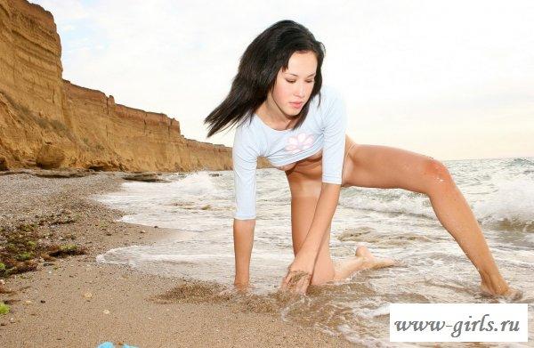 Тёлочка на берегу пляжа (17 фото)