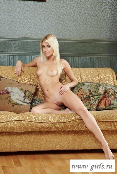 Нянька на диване