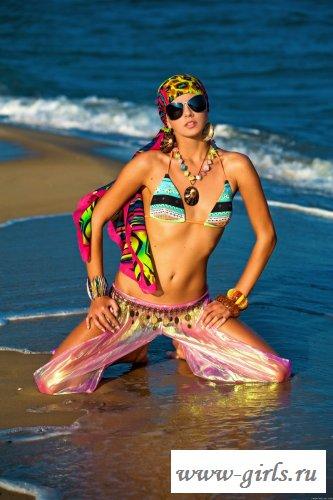 Сексуальная буддистка на пляже