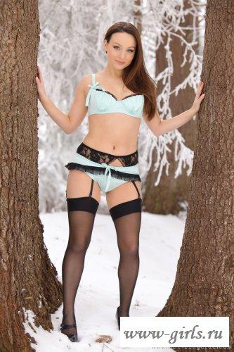 Горячая шлюха на снегу