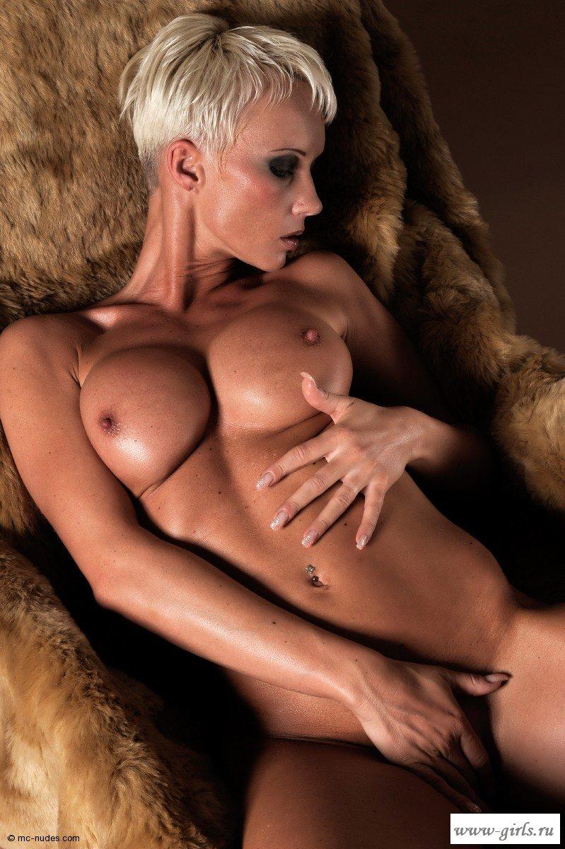 голая девушка с короткой стрижкой порно часто дрочил, думал