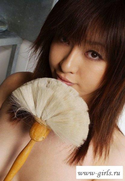 Сиськастая китаянка с подушкой на голове