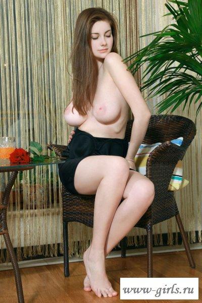 Пассия оголила свою красивую грудь