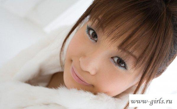 Азиатка обожает белые трусы на попе