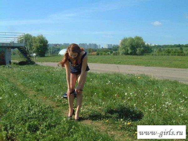 Прогулка тёлочки без одежды - фото голых на улице