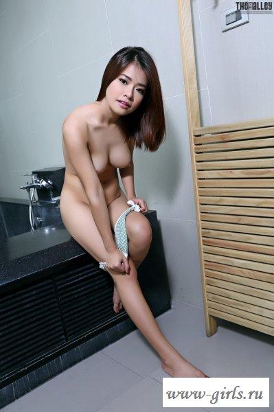 Смазливая азиаточка сдёрнула белое бельё