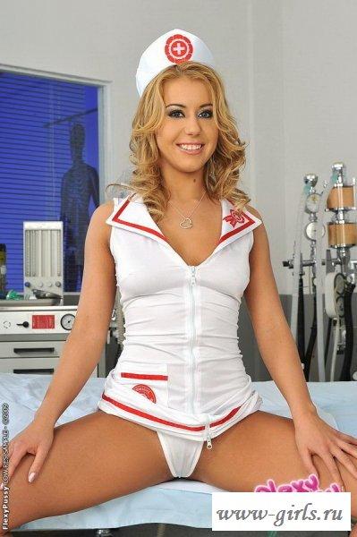 Сладкая писька вульгарной голой медсестры