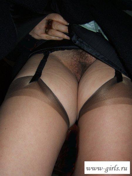 Соблазнительные ракурсы под женские юбочки