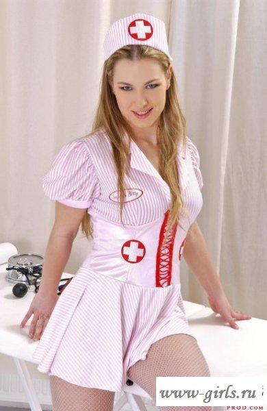 Вульгарное поведение похотливой медсестры