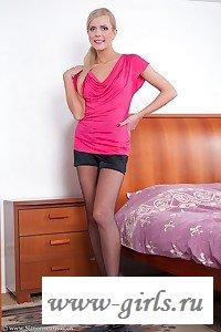 Девушка голая в колготках