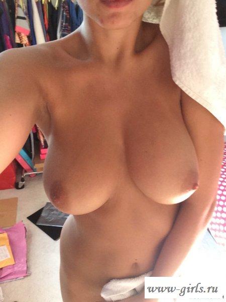 Развращает голая смуглая девушки