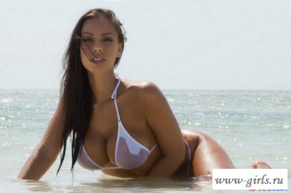 Голый пляж с классной девушкой