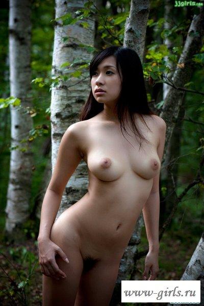 Лесная эротика китаянки возбуждает