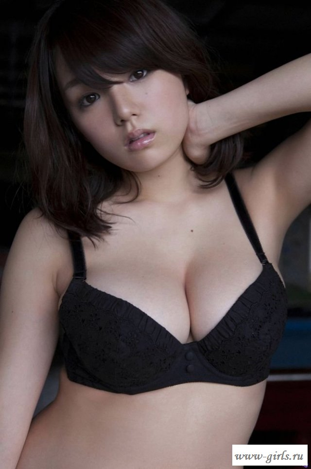 Заводит голая стройная азиатка