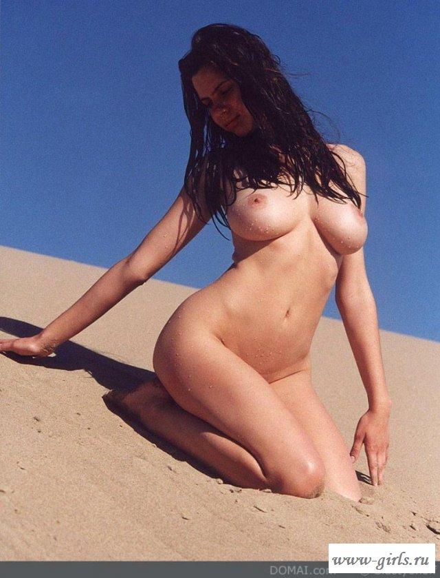 В отменной эротика голая детка на пляже
