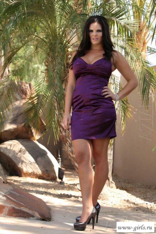 Сексуальная бразильянка эротично сняла платье