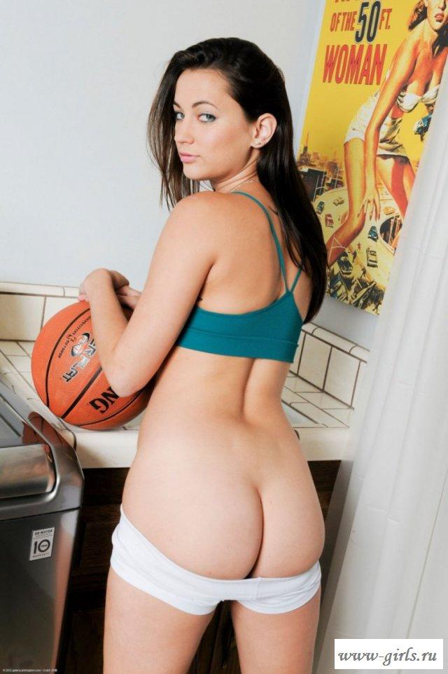 Баскетболистка эротично показала сочную попу