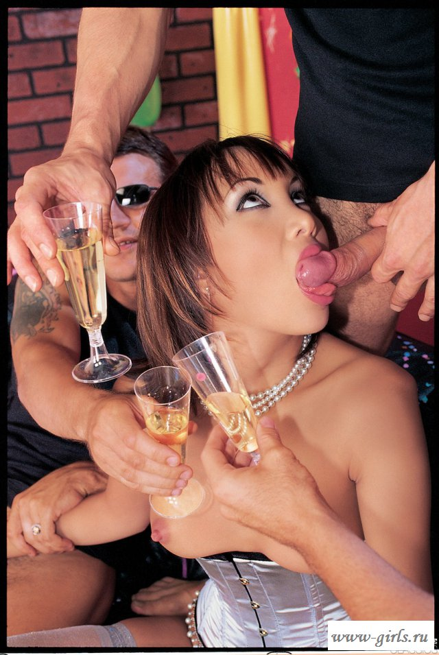 Горячее порно с азиаткой и двойным проникновением