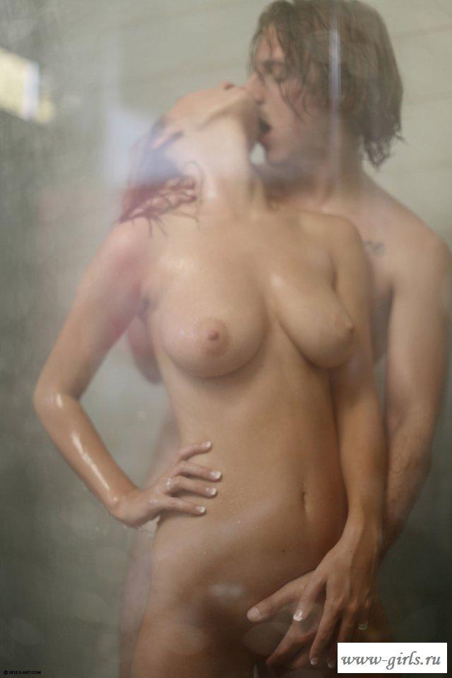 Молодая парочка устроила порно в душе за стеклом