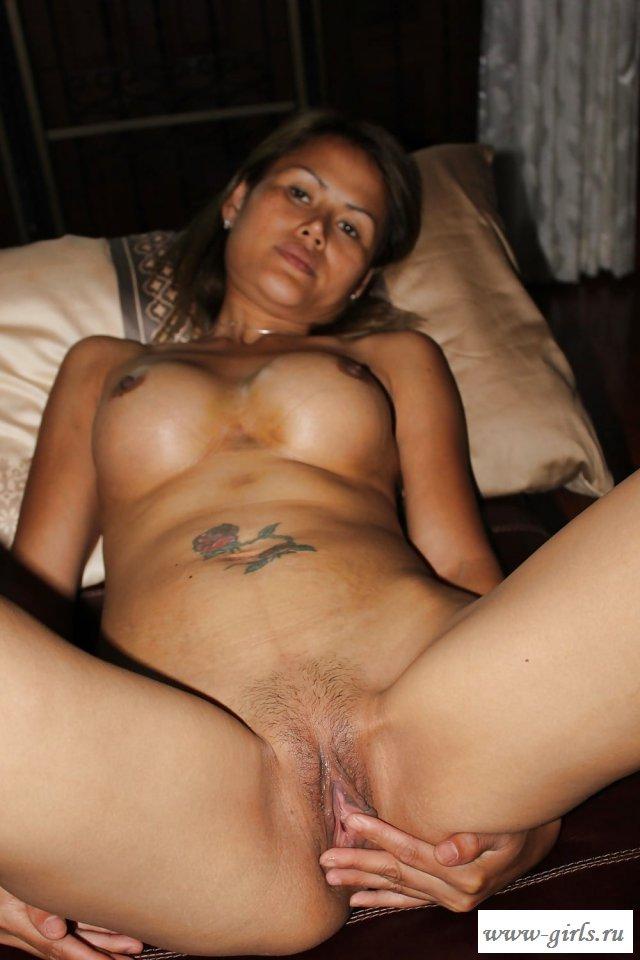Кончил на пизду во время домашнего порно с тайкой
